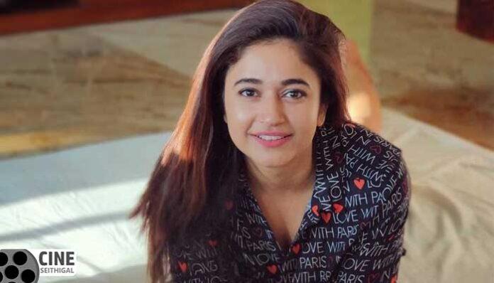 poonam-bajwa-cineseithigal